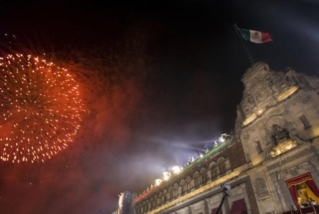 Esa noche se viste de luces y colores y una auténtica verbena popular se...