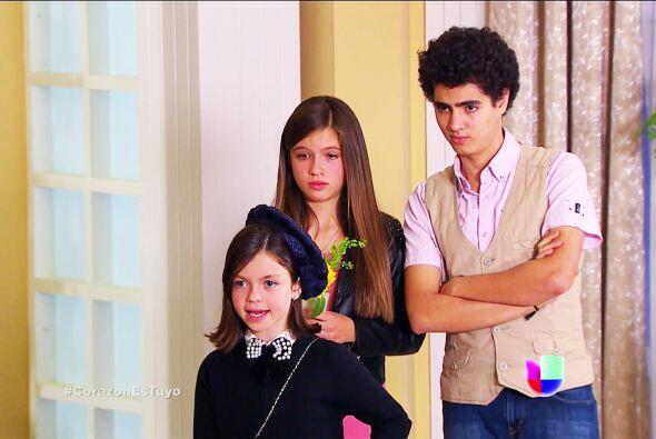 Es hija de unos buenos amigos de tu papá y quieren que la cuiden...