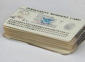 Green Card o Tarjeta Verde, documento que acredita la residencia legal p...