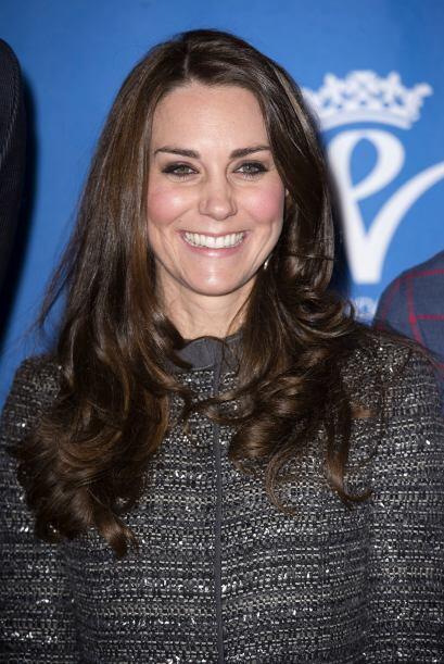 Kate no podría lucir más feliz y guapa.