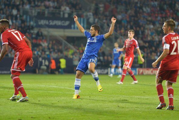Neuer no midió bien el balón y Hzard celebró el gol de la ventaja del Ch...