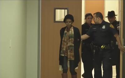 Arrestan a mujer por homicidio al este de San Antonio
