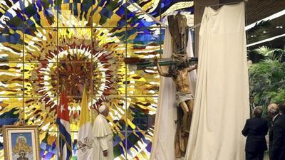Crucifijo de cruz - Regalo Raúl Castro al papa Francisco