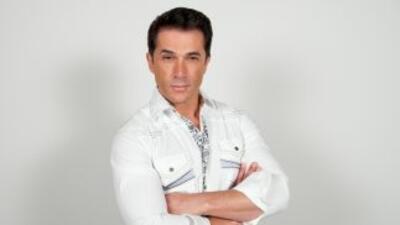 Sergio Mayer interpreta a Paolo Landucci en la telenovela Abismo De Pasión.