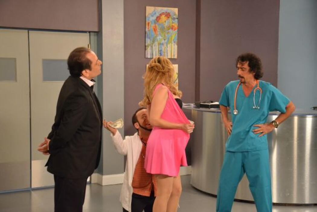 El más feliz fue el doctorcito que no perdió el tiempo y comenzó a darle...