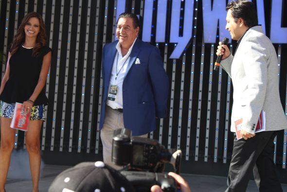 Omar y Argelia con el productor Salvador Mejia.