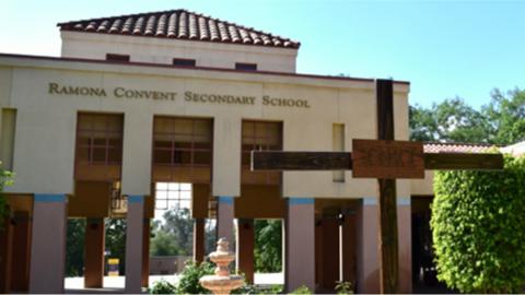 La escuela secundaria Ramona Convent pertenece a la Arquidiócesis...
