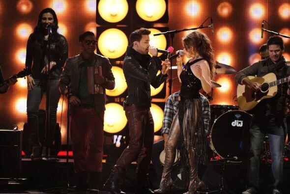Juntos interpretaron el tema 'Te perdiste mi amor'.