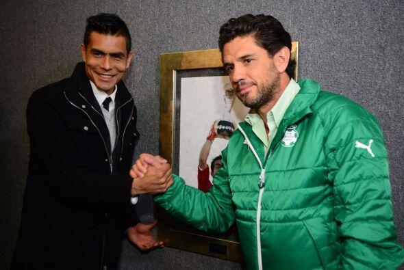 Previo al duelo entre Santos y Veracruz, Oswaldo Sánchez fue homenajeado...