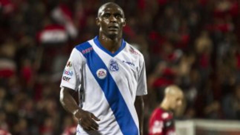 Efraín Cortés recibió seis juego de suspensión por escupirle en el rostr...