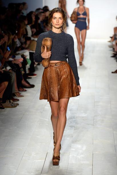 Faldas ''A'': Es una de las prendas que puede ser usada por altas, bajit...