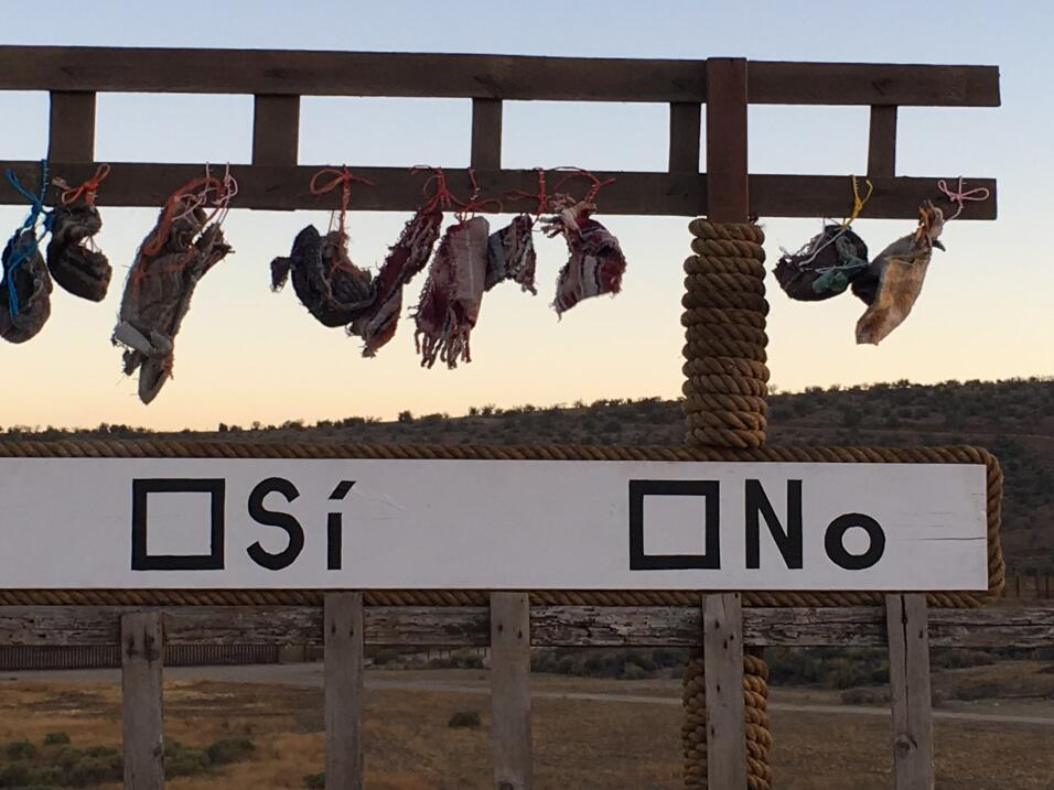 Zapatillas hechas con cuerdas y telas que usan los indocumentados