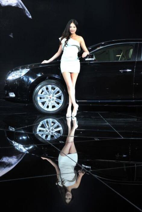 El fabricante chino MG-SAIC llegó al Autoshow con el Roewe 950, un sedán...