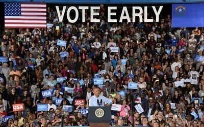 El President Barack Obama habla durante un mitín por la candidata...