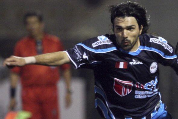 El volante uruguayo Jorge Cazulo fichó para jugar por un año en el club...