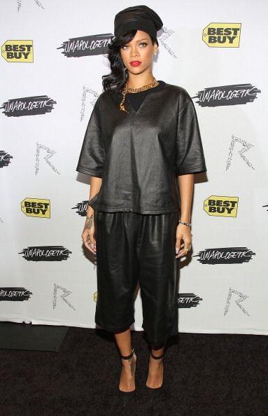 No nos queda duda de que ¡Rihanna también ama la piel! pues con este 'ou...