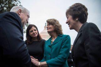 Seis de los catorce senadores detrás del acuerdo firmado en la Cámara de...