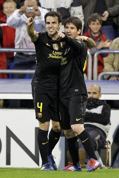 En el festejo se abrazó con Cesc Fábregas, quien le dio el pase.