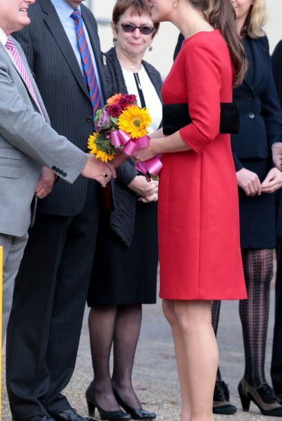 Kate ya tiene cuatro meses de embarazo y con este hermoso vestido rojo,...