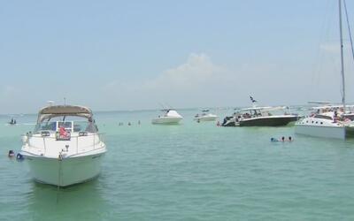 Las autoridades despliegan un operativo de seguridad en el mar por el Dí...