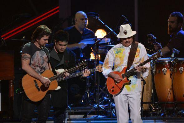 Juanes y Carlos Santana dominaron el escenario de Latin GRAMMY con 'Fíja...