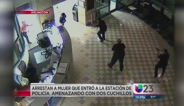 Policias someten a mujer que los amenazó
