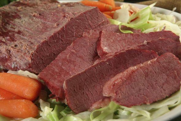 El Corned Beef es un corte de carne típico de Irlanda y se usa en infini...