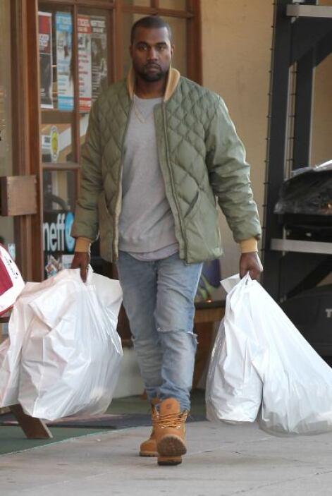 Kanye no se rompió la cabeza y le dio algo único. Mira aquí los videos m...