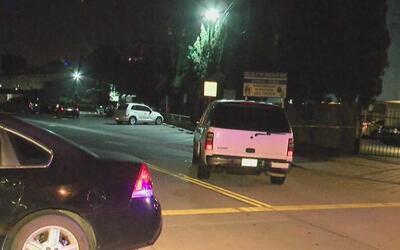 Encuentran a un hombre asesinado dentro de su vehículo cerca de una igle...