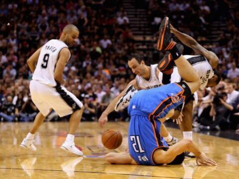 Los San Antonio Spurs no tuvieron piedad con Oklahoma City Thunder y los...