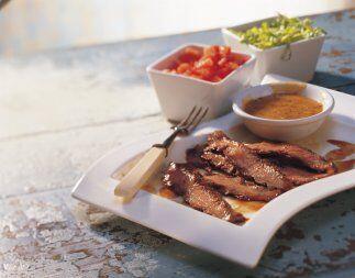 Bistec estilo Flank con Salsa Ahumada de Mostaza y Miel: El bistec estil...
