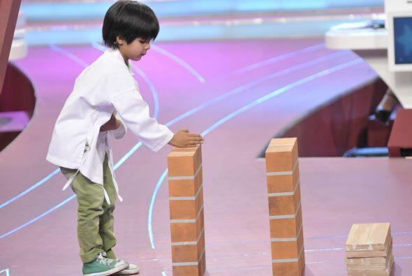 Así comenzó a mostrar su gran fuerza para romper tablas.