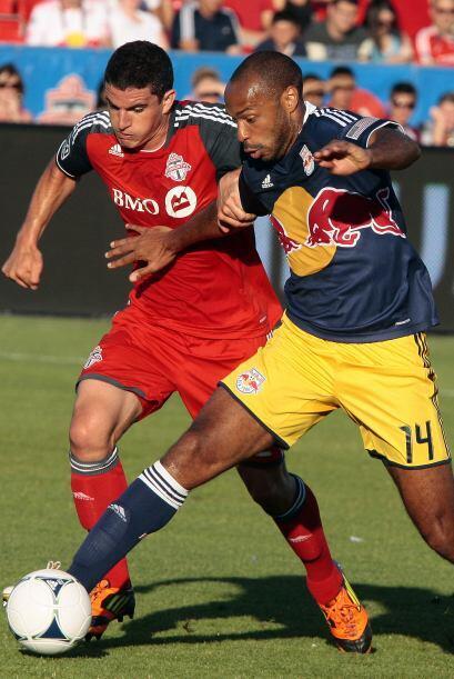 Thierry Henry y sus Red Bulls rescataron un punto en su visita al Toront...