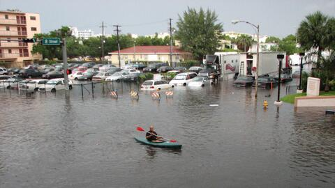 Inundaciones en Miami Beach causadas por marea alta.
