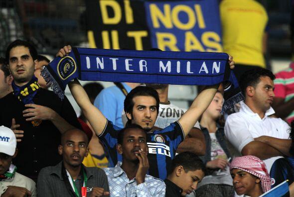 Los italianos también dijeron presente y alentaron al Inter durante todo...