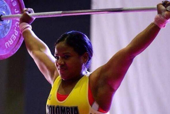 La halterista colombiana Yenny Álvarez implantó dos nuevos récords en lo...