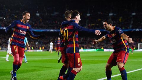 Messi y los jugadores del Barcelona celebran el gol del año.