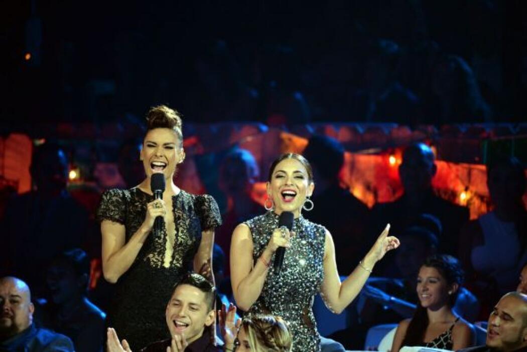 Dos bellezas que iluminaron junta el escenario de Premios Juventud, Gali...