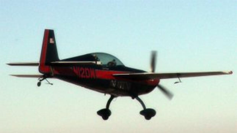 La pequeña avioneta es modelo 1960 Baby Face y es utilizada para fumigar...
