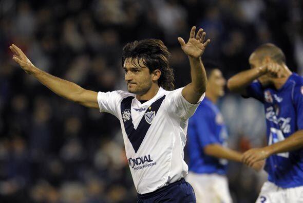Uno de los goleadores del partido fue el defensor de Vélez Emiliano Pappa.