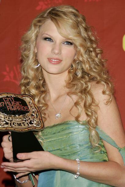 A sus 22 años ya es una de las cantantes y compositoras más famosas del...