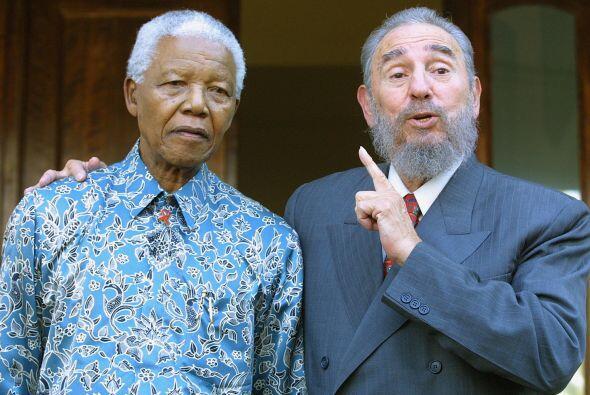 """Durante la visita Mandela expresó. """"Cuba no ha ido a visitarnos, usted n..."""