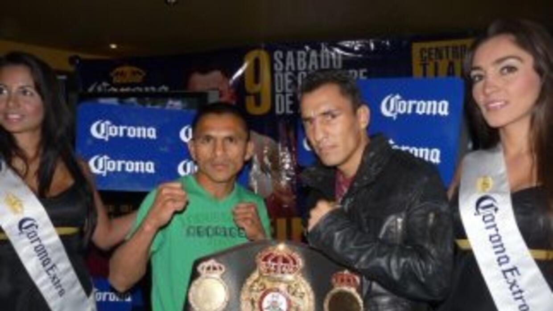 Hugo Cázares y Alberto Rossel calentaron su combate.