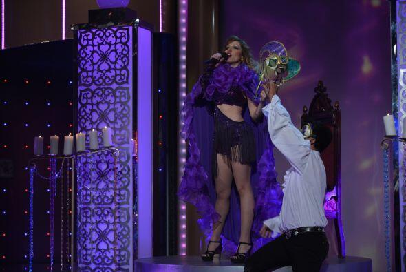 La primer aspirante a diva de la noche fue la guapa y talentosa Tatiana,...
