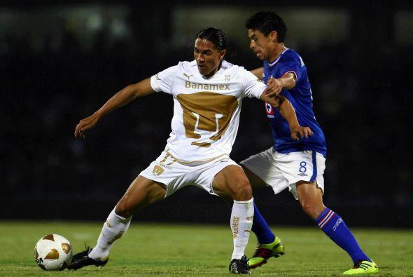 En la recta final de su carrera jugó con los Pumas con quienes enfrentó...