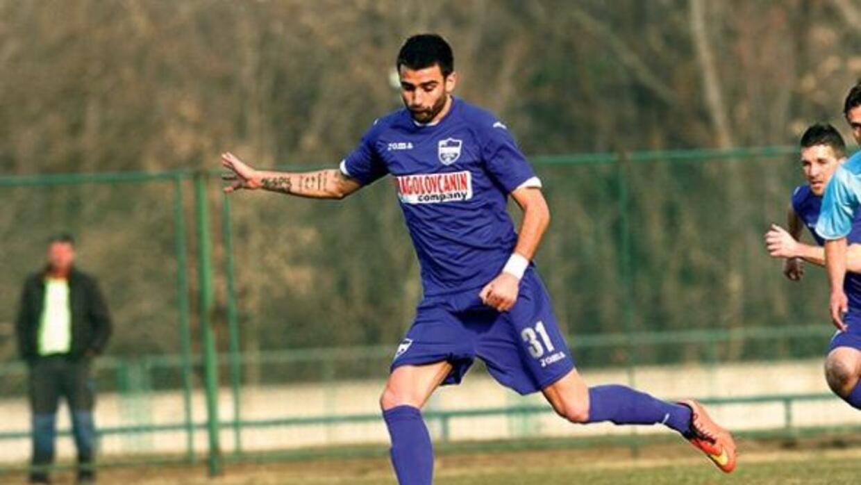 Aficionados encañonaron al jugador del Novi Pazar por su error.