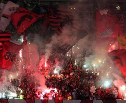 ¡Esa pasión de multitudes!Cita de honor en un estadio coper...