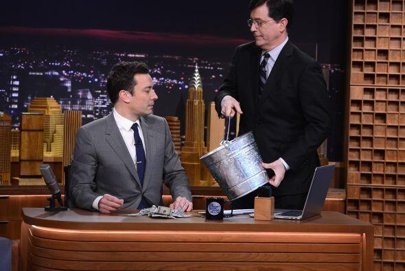El también conductor Stephen ColbertMira aquí los videos más chismosos.