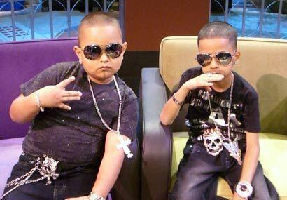 Leonel Acevedo y Nelson Crespo, ambos de 7 años de edad, son los...