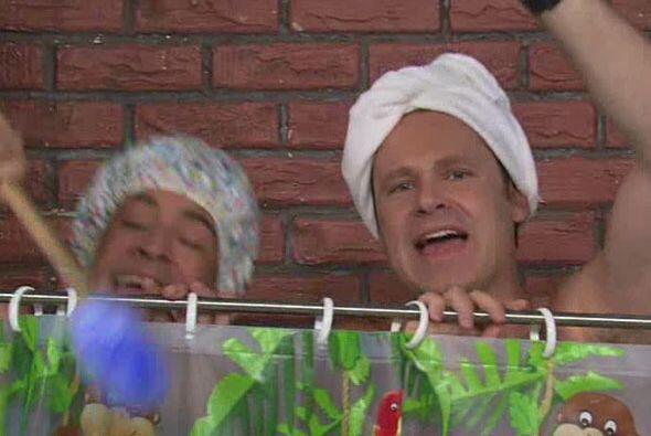 ¡Qué ocurrencias! Alan bañándose ante las cámaras del programa. La limpi...